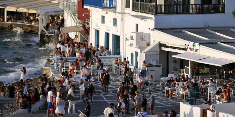 Βρετανικά ΜΜΕ: Από Ιούνιο διακοπές χωρίς καραντίνα σε Ελλάδα