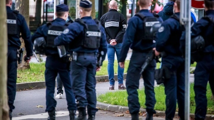 Γαλλία: Συγκλονίζει τη χώρα η δολοφονία του καθηγητή-Πέντε νέες συλλήψεις-Επιβεβαιώθηκε η ταυτότητα του δράστη