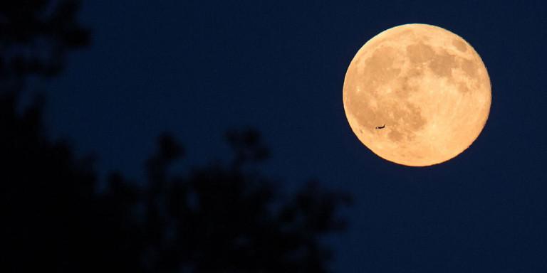 «Θλιμμένο ή μπλε φεγγάρι»: Γιατί η αυριανή πανσέληνος είναι τόσο ιδιαίτερη