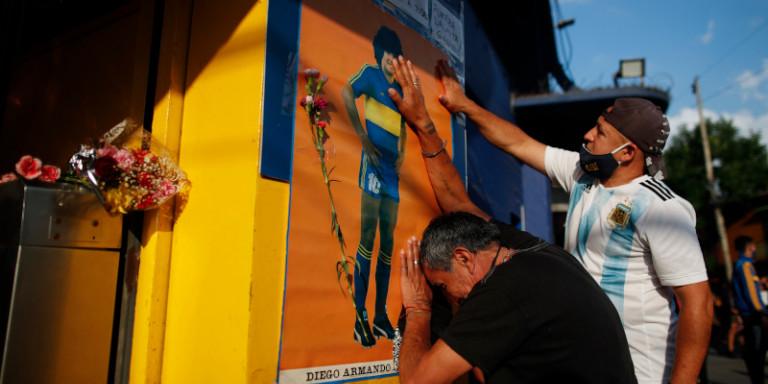 Δάκρυσε ο πλανήτης για τον θάνατο του Μαραντόνα -Συγκλονιστικές εικόνες από Αργεντινή και Νάπολι
