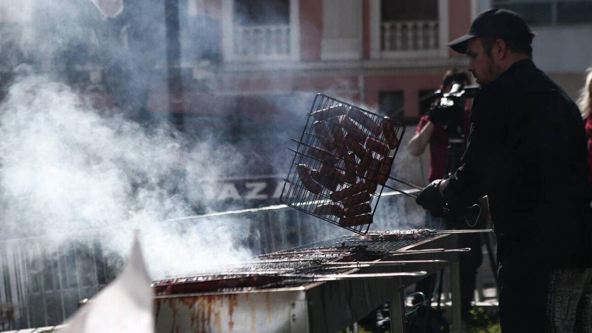 Μία πολύ διαφορετική Τσικνοπέμπτη «επιβάλλει» το lockdown για τον κορωνοϊό