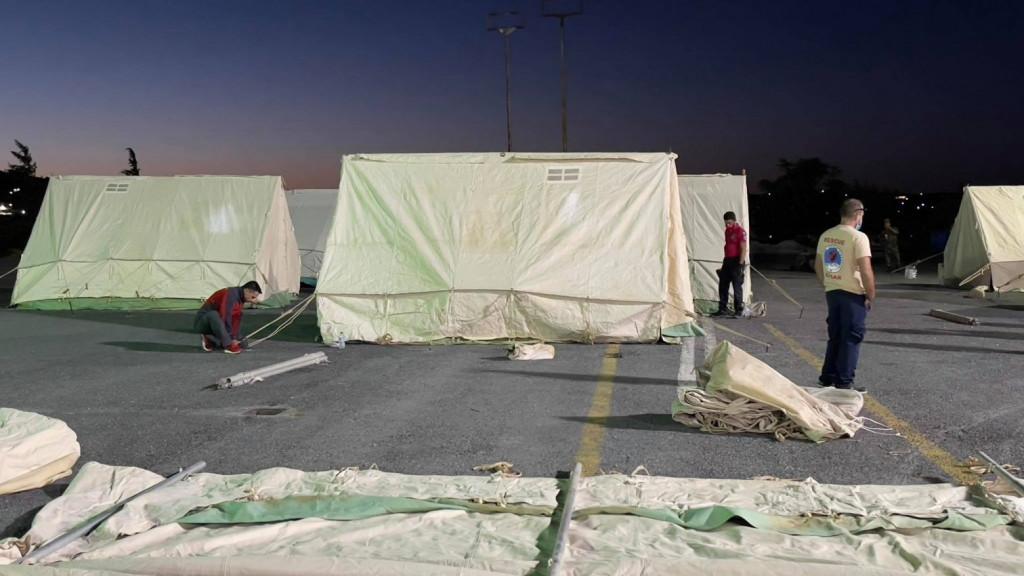 Κρήτη – Οργισμένοι οι σεισμόπληκτοι – Τούς έστειλαν τόνους από άχρηστα ρούχα, νυφικά, ακόμα και άπλυτα εσώρουχα